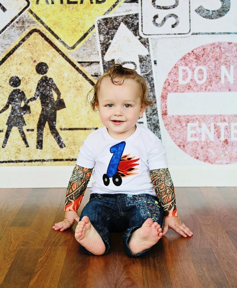 c2cbc2797 Belas camisetas dão um visual de tatuagens radicais para os bebês ...