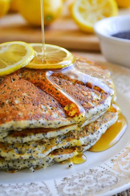Pancakes de limón y semillas de amapola.  Lemon poppy seed pancakes