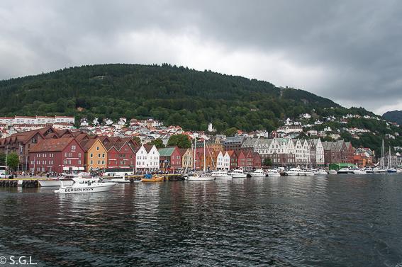 Vista de Bryggen desde el barco. Hurtigruten dia 1: Bergen