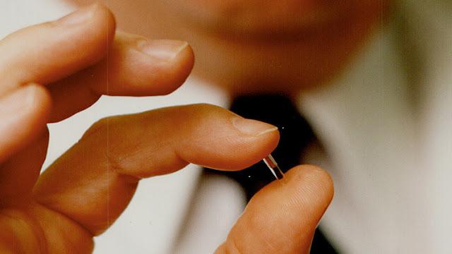 Implantan chips bajo la piel a 8 belgas por primera vez en la historia del país
