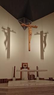 altare-crocefisso-illuminato-led