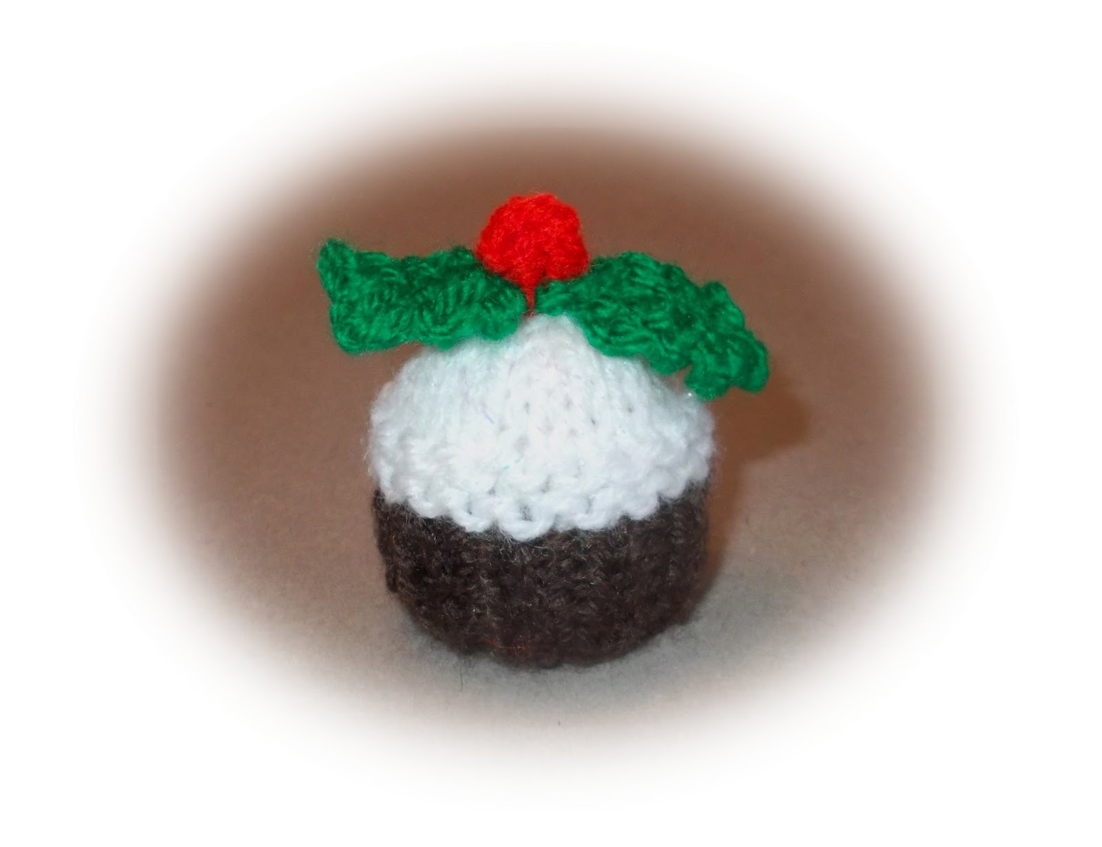 Knitting Pattern For Mini Xmas Pudding : mariannas lazy daisy days: Mini Christmas Pudding