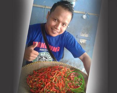 Salah satu pedagang sayur di Pasar Jumat Pabuaran, Subang, Mansur Bin Anen