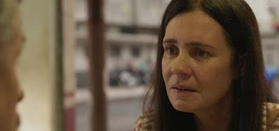 Em Amor de Mãe, Adriana Esteves interpreta a dona de restaurante Thelma: decepção amorosa com criminoso