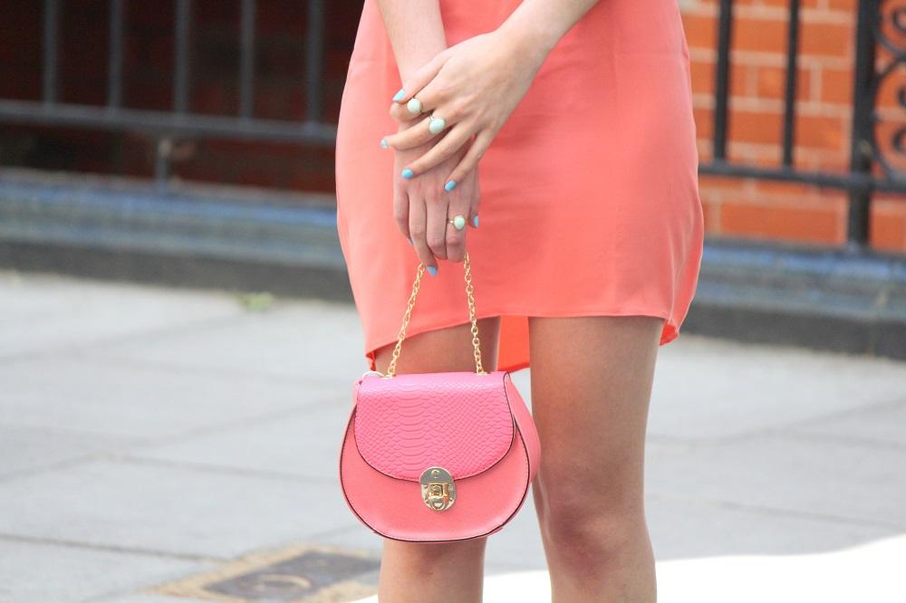 peexo fashion blogger wearing coral dress and mini bag