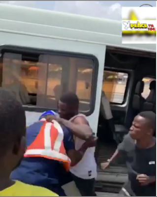 Ghanaian Louts Beat Up A Ghanaian Police Man On Uniform To Pulp (VIDEO)