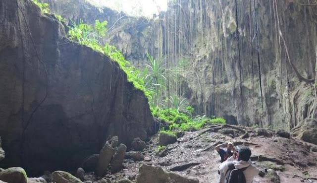 Tempat wisata papua yang terkenal, Gua Binsari