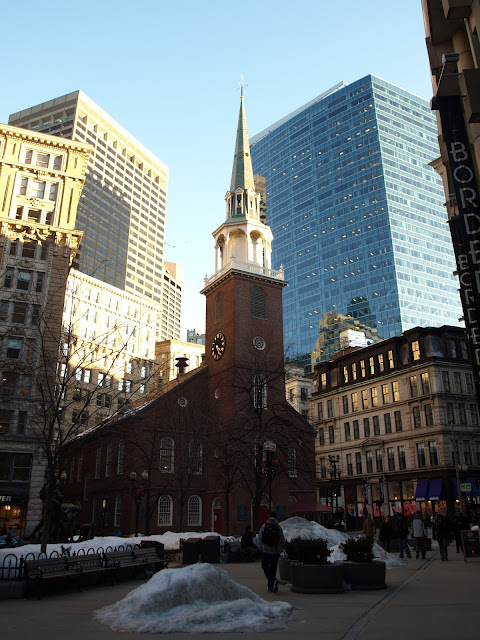 Boston, usa, Boston from New york, train, bus, greyhound, drive, time, cost, pioneers, history, Fenway Park, red sox, baseball, Quincy Market, Faneuil Hall, Chowder, New England, Sea food, Harbour, Massachusetts state house, Old south meeting house