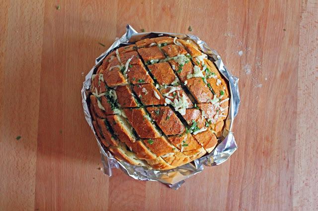 Λαχταριστό Σκορδόψωμο με Μοτσαρέλα / Delicious Garlic Bread with Mozzarella