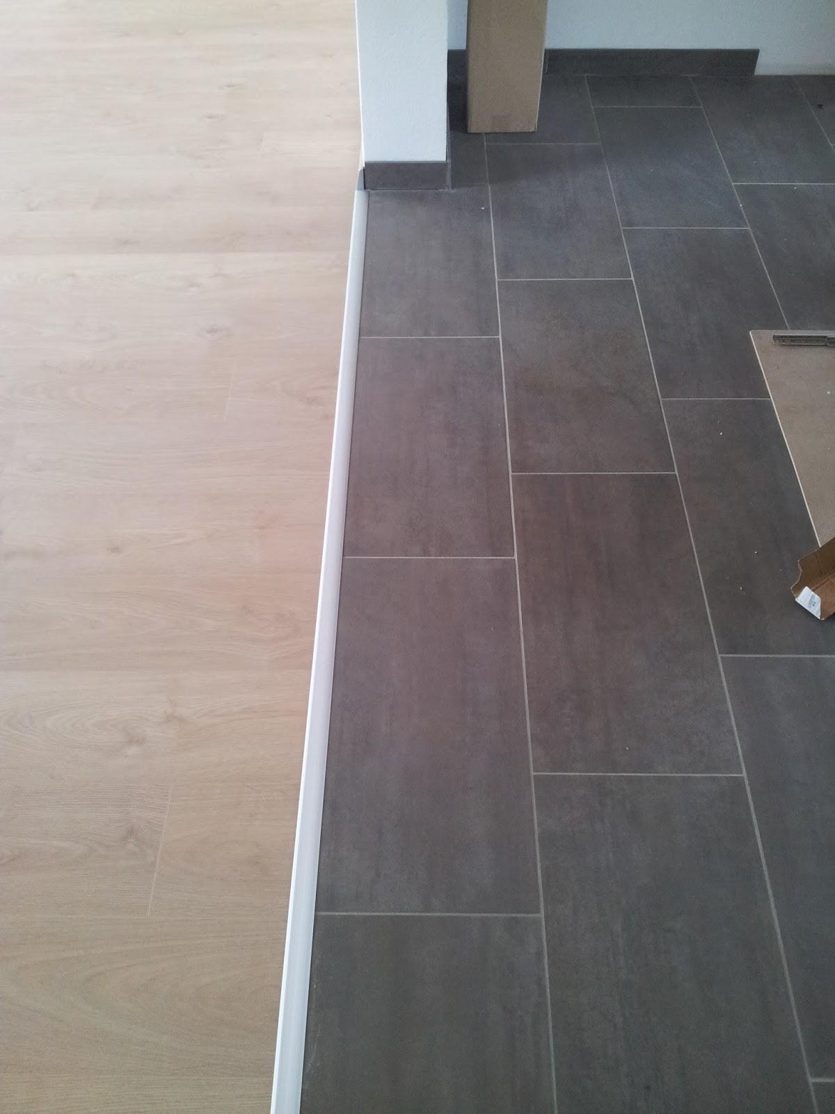 Offene Küche Fliesen Und Laminat | Küche Fliesen Wohnzimmer Parkett ...
