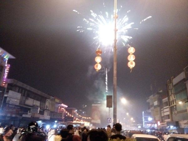 Pesta Kembang Api Hipnotis Langit Gajah Mada Pontianak
