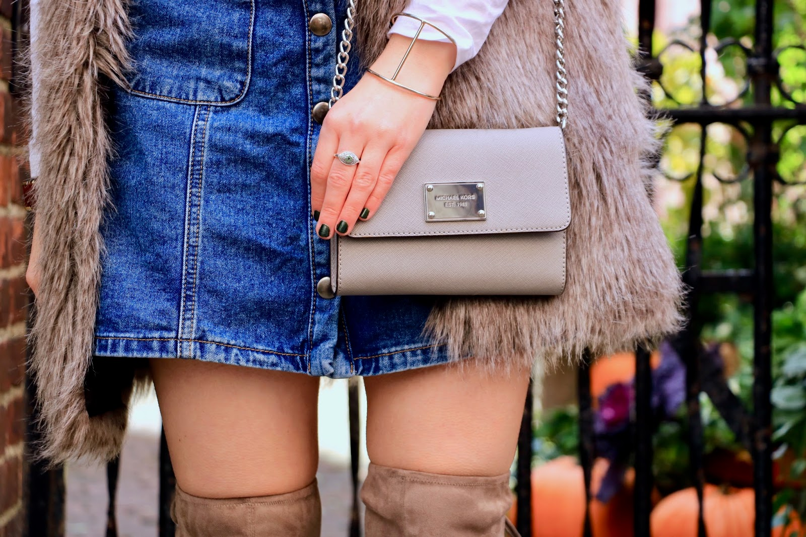 Nyc fashion blogger Kathleen Harper wearing a gray Michael Kors purse