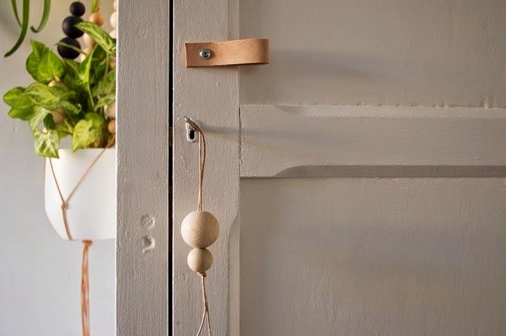 Home garden diy une poign e de porte en cuir et son for Un poignee de porte