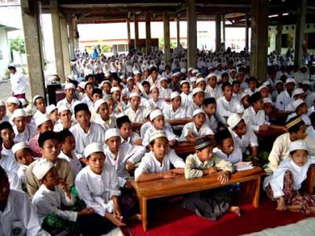 Kenali Karakteristik Pendidikan di Sekolah Berbasis Pesantren di Indonesia