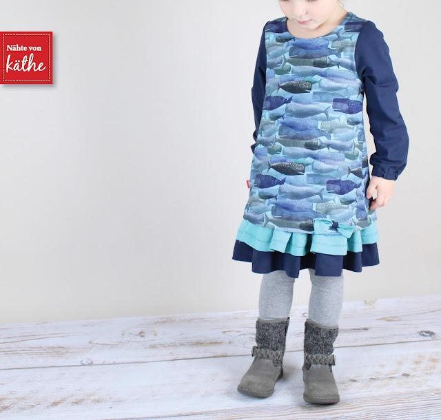 """Kleid Mabel von Feefee mit Ärmelerweiterung aus dem tollen Stoff Whale Story von Lila-Lotta aus der """"On the open sea""""-Kollektion"""
