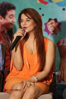 Actress Saloni Aswani Pos in Short Dress at Meelo Evaru Koteeswarudu Movie Interview  0137.JPG