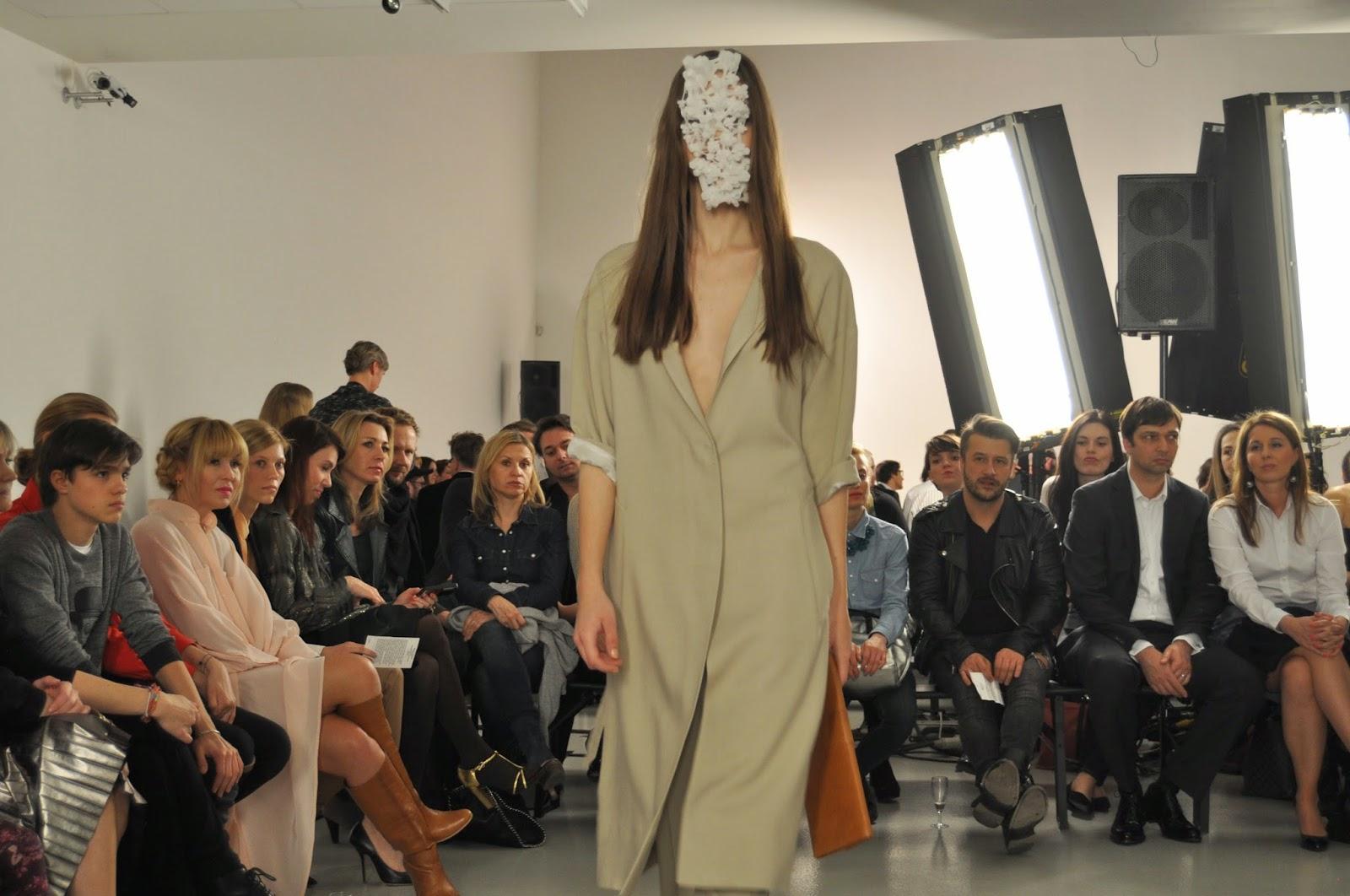 ad200f834dd6 peplum šaty  Eleven Paris   kabát  Mango   čepice  Topshop   kabelka  Zara    brýle a mokasíny  H M