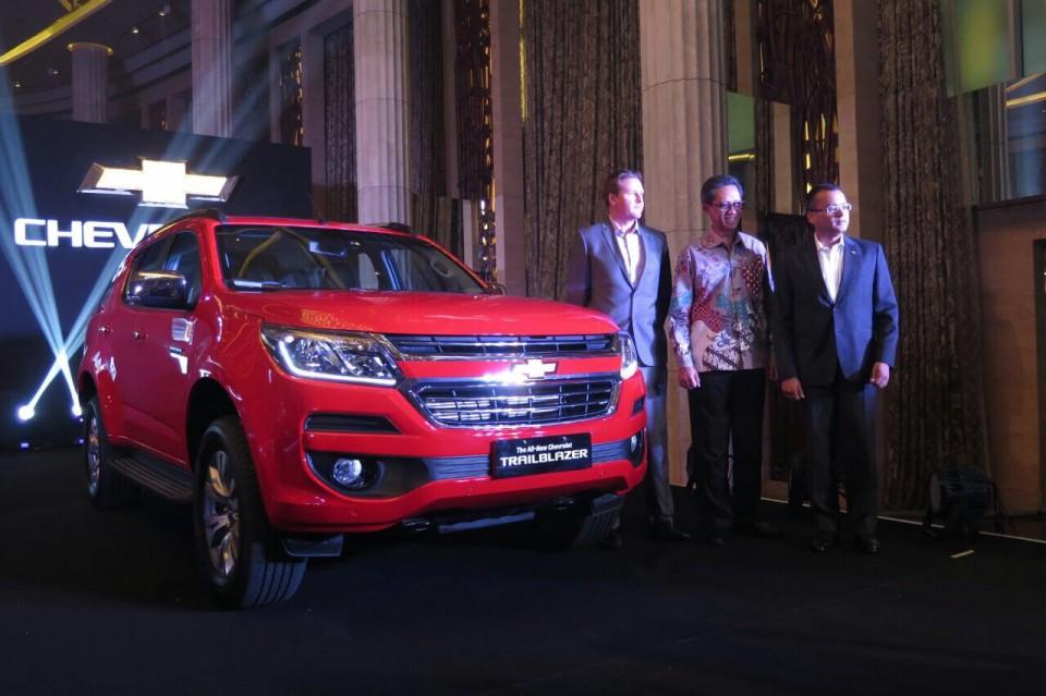 General Motor Indonesia (GMI) sebagai APM Chevrolet di Indonesia kini mengeluarkan Trailblazer terbarunya tahun 2017 mobil yang masuk dalam kategori SUV ... & Spesifikasi Chevrolet Trailblazer terbaru dan Harga Resmi 2017 ...
