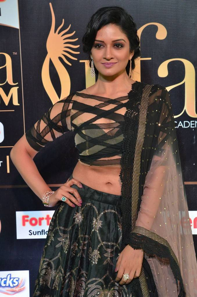 Malayalam Actress Vimala Raman At IIFA Awards 2017 In Green Dress