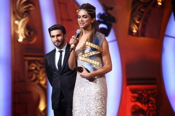 Deepika Padukone received Zee Cine Awards photo