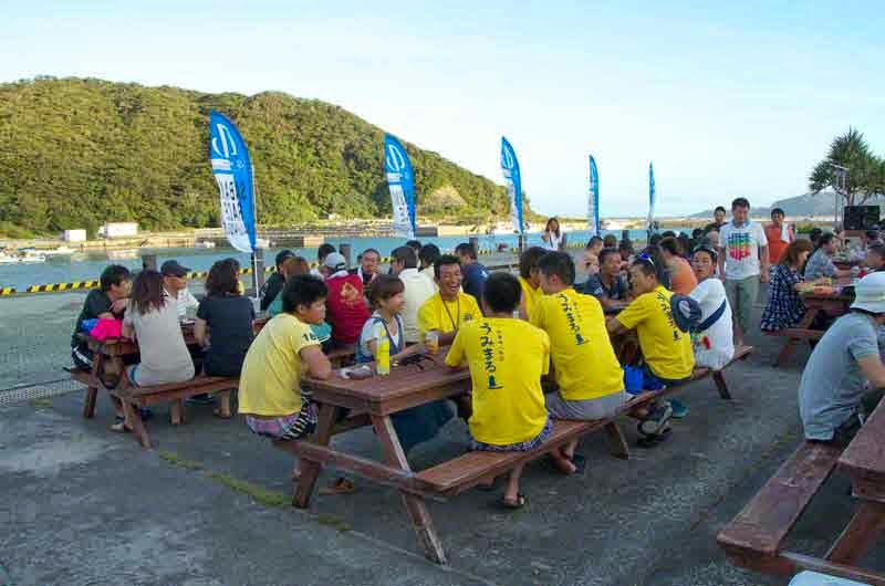 sabani teams at picnic tables