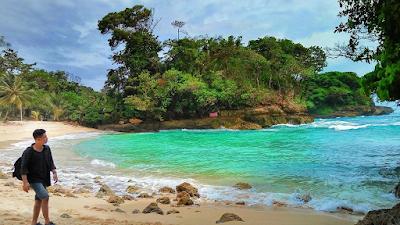 Pantai Goa Patuk Ilang merupakan salah satu pantai mungil di Kawasan Ngliyep. Foto oleh @kodokx