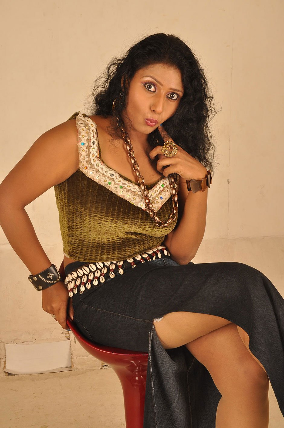 Tamil movie 4 hot stills