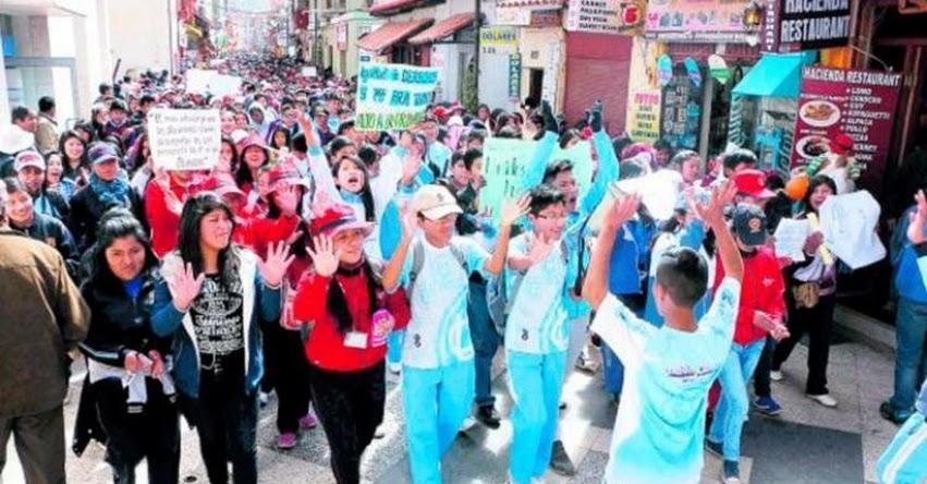 MINEDU pide intervención de Contraloría para Profesores en huelga que utilizan a escolares para sus marchas