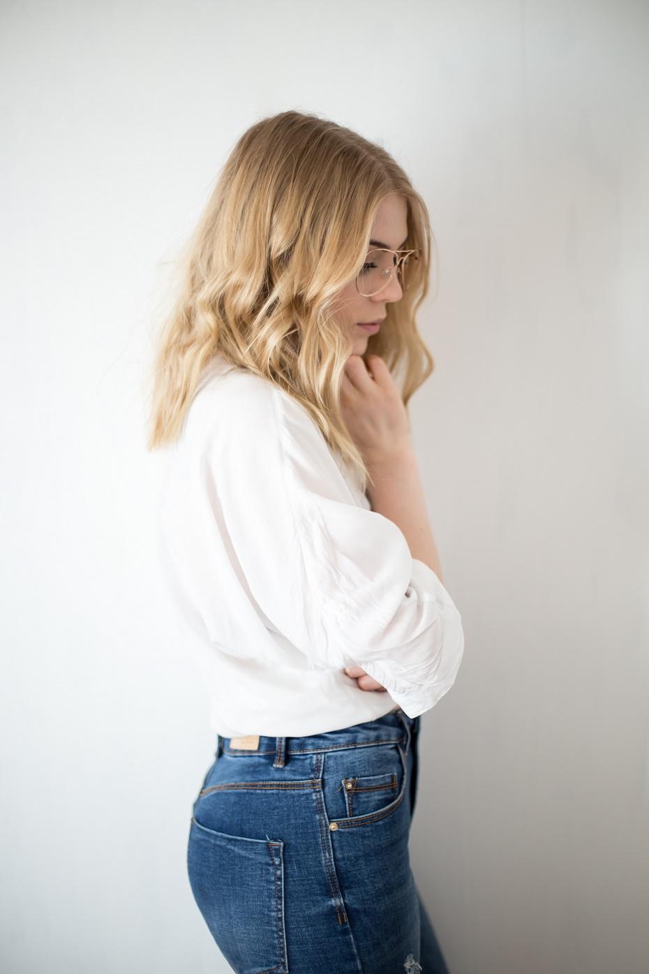 Chłodny odcień blondu