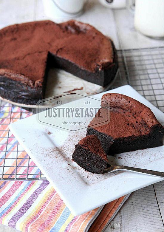 Resep Cake Coklat Retak dengan 4 Bahan (Tanpa Tepung)