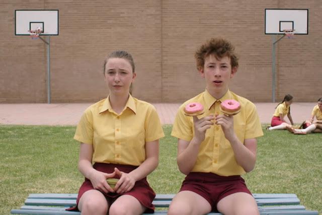 Bethany Whitmore (Greta) et Harrison Feldman (Elliot) dans Fantastic Birdthday, de Rosemary Myers (2017)