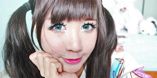 chica manga kawaii con circle lenses