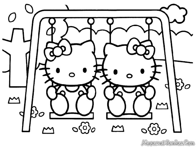 Hello Kitty Bermain Ayunan Dibelakang Rumah