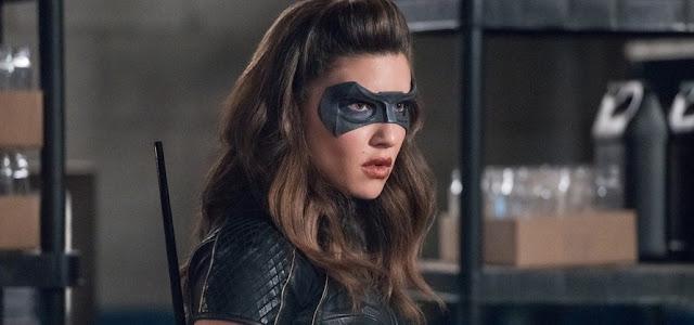 Estrela de 'Arrow' Juliana Harkavy admite que ainda não viu 'Aves de Rapina'