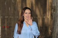 Actress Sana Khan Pos in Denim Jeans Dubbing at Her Upcoming Movie Toilet Ek Prem Katha .COM 0011.jpg