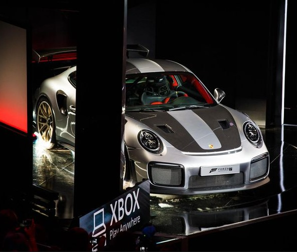 2020tech xbox one x makes the 2018 porsche 911 gt2 rs a supercar star of forza 7. Black Bedroom Furniture Sets. Home Design Ideas