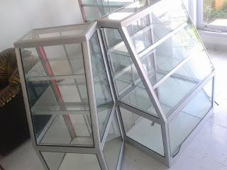 Model dan Harga Etalase Kaca Alumunium Lengkap dengan Gambarnya 23 Model dan Harga Etalase Kaca Alumunium Lengkap dengan Gambarnya