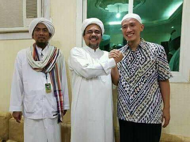 Ust. Felix Siauw: Fitnah Terhadap HRS, Monsterisasi dan Desakralisasi Simbol Islam