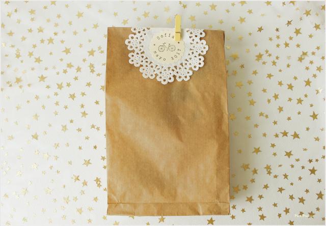 como-hacer-sobres-papel-diy-envolver-regalos-primera-comunion-paso-9