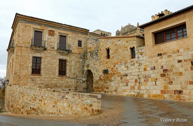 Palacio episcopal, puerta del Obispo y casa del Cid, Zamora