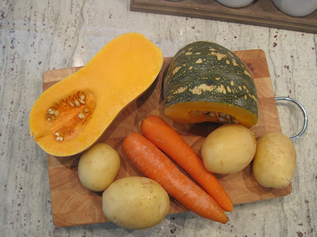 Say G'Day Saturday Linky Party, Roast Pumpkin Soup Recipe, pumpkin image