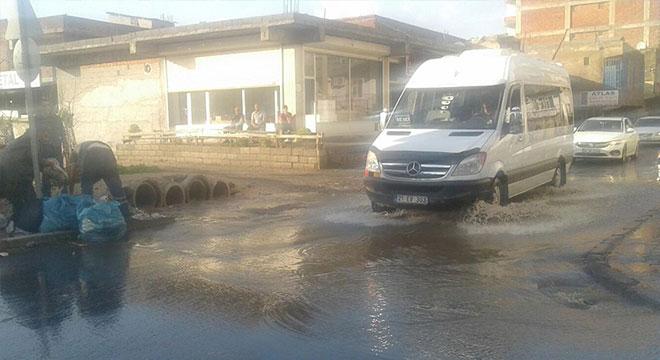 Diyarbakır'da aniden etkili olan yağış hayatı olumsuz etkiledi