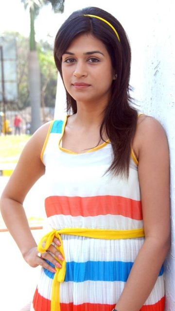 Checkout Beautiful Pictures of Shraddha Das
