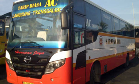 Bus Harapan Jaya menuju Trenggalek