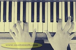 Belajar Bermain Piano Klasik