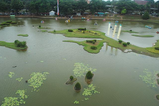 Naik Angsa di Taman Arsipel, Taman Mini Indonesia Indah [TMII]