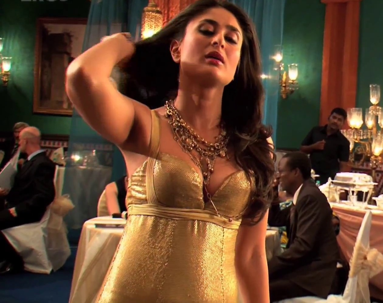 Kareena Kapoor Spicy In Club Photoshoot Beautiful Indian