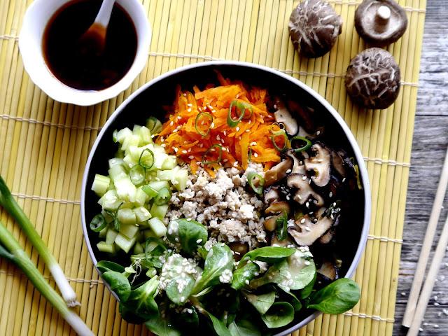 Bibimbap - kolorowa miska ryżu - Czytaj więcej »