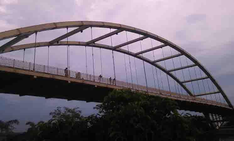 Cerpen : Suatu Sore di Bawah Jembatan Siak, Pekanbaru, Riau