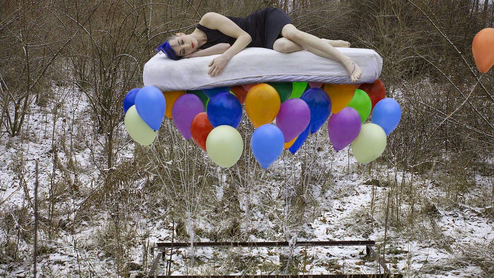 model-floating-on-the-balloons-good-night